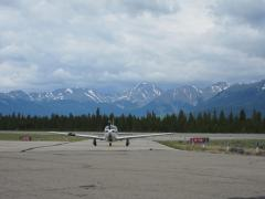 Mooney taxiing to ramp at Leadville