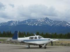 Another Mooney taxiing to ramp at Leadville