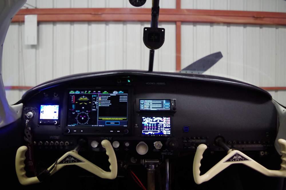 N5569Q new panel-on.JPG